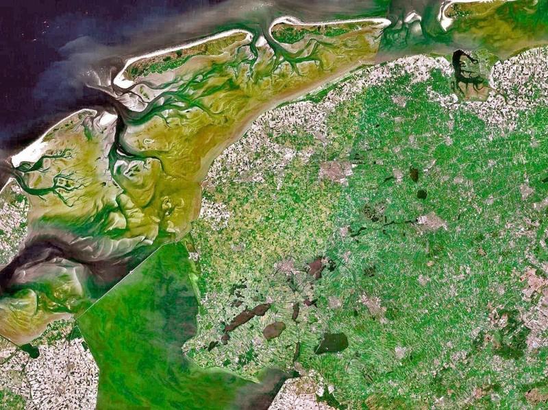 1024px-Friesland-5_62E-53_13N-800x598
